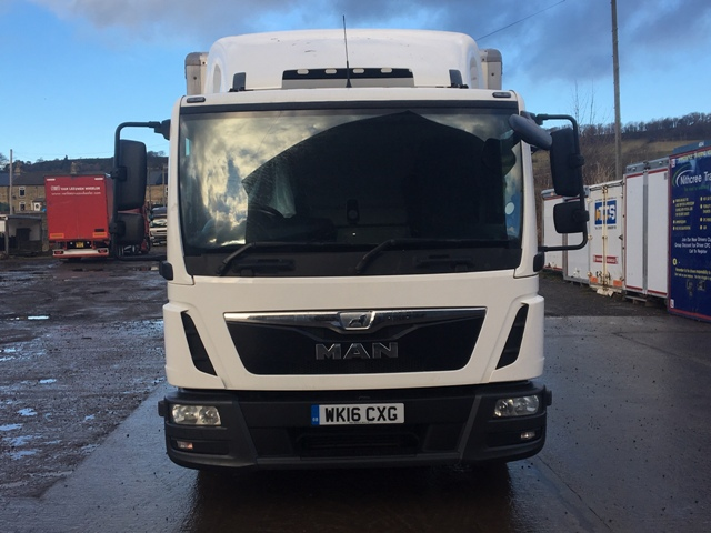 2016 MAN TGL 8-180 DAYCAB WITH 18 FT CURTAINSIDER