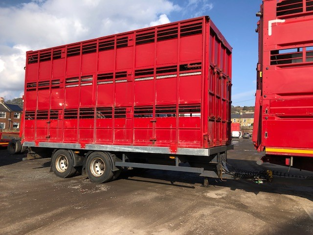 2005 2 AXLE DRAW BAR TRAILER AND 20FT HOUGHTON 3 DECK P LINE CONTAINER